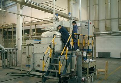真空感應熔煉爐(VIM)的工作原理與結構簡圖